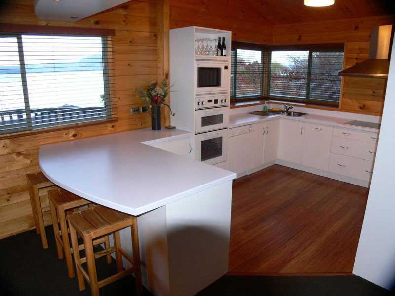 Koura lodge bed and breakfast 4 toiles rotorua for Terrace kitchen rotorua